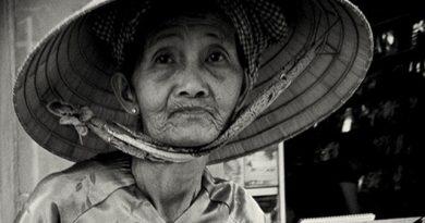 Thấy bà lão nghèo sống một mình, chàng trai ngỏ lời mời bà ăn cơm cùng mình, ai ngờ…