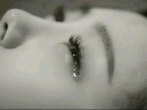 nằm mơ khóc