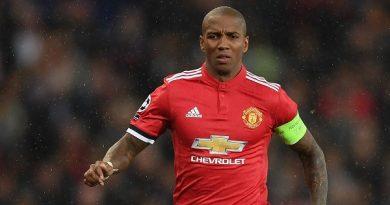 Ashley Young lên tiếng bày tỏ muốn gắn bó lâu dài với United
