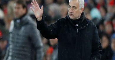 HLV Mourinho bị MU sa thải, Carrick tạm quyền