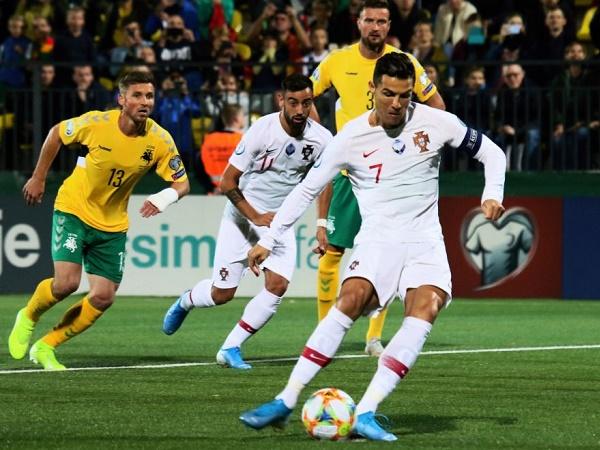 Lập poker vào lưới đội yếu, Ronaldo bị Fan Messi chế nhạo