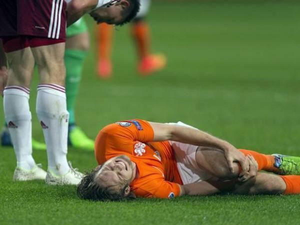 Cách xử lý bong gân cổ chân khi đá bóng nhanh chóng, hiệu quả