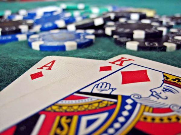 Mơ đánh bài đánh con gì khả năng trúng thưởng cao nhất?