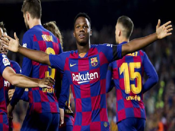 Barcelona nâng lương giữ chân Fati