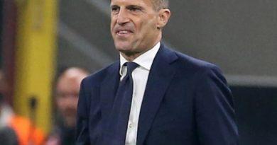 Tin bóng đá 25/10: Allegri lý giải việc để Chiesa và De Ligt trên ghế dự bị